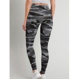 GARAGE High Waisted Camo Leggings (size: SMALL)